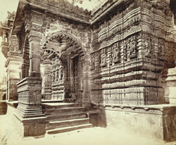 Close view of porch on the south-east corner of the Great Chaumukh Temple, Satrunjaya